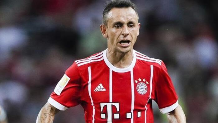 Bayern Münihli yıldız Rafinha trafik kazası geçirdi